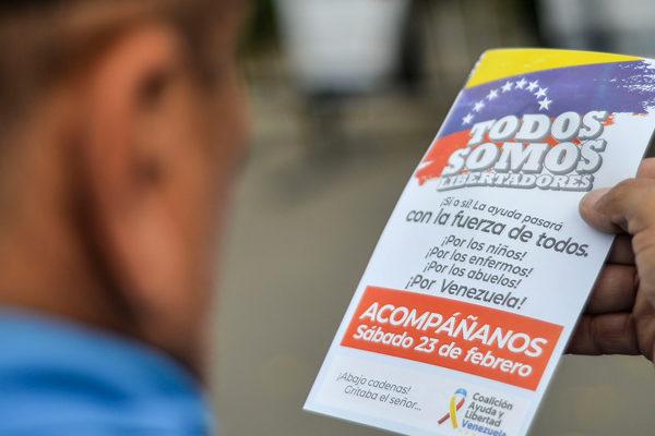 Venezolanos se preparan ante una tensa oferta de ayuda