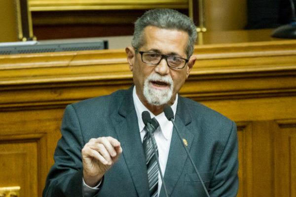 Gobierno autoriza salida de diputados Américo de Grazia y Mariela Magallanes a Italia