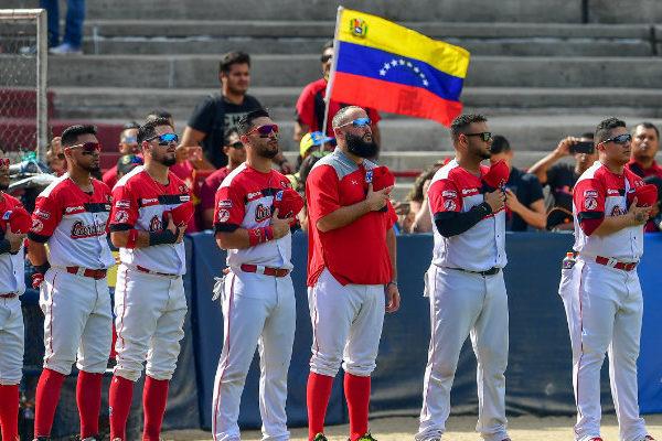 Venezolanos intentan apartar la crisis con béisbol en Serie del Caribe