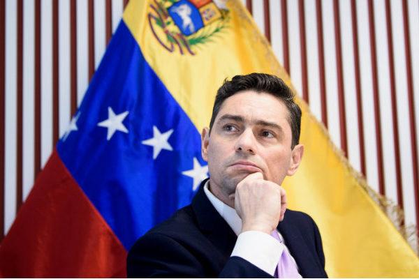 Vecchio pide a España impulsar más sanciones contra Maduro en la UE