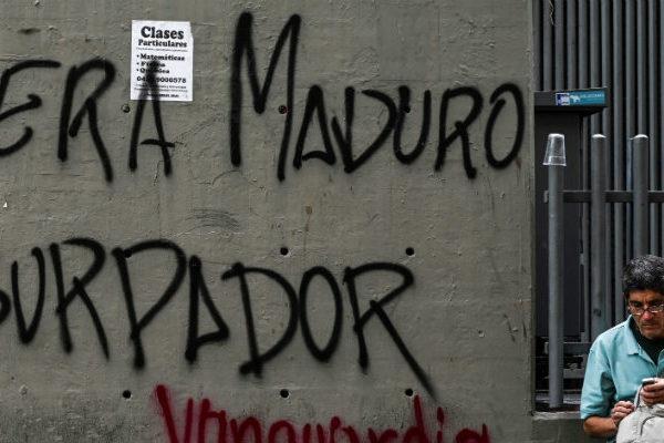Opositores retan a Maduro en las calles en 20 aniversario de la revolución