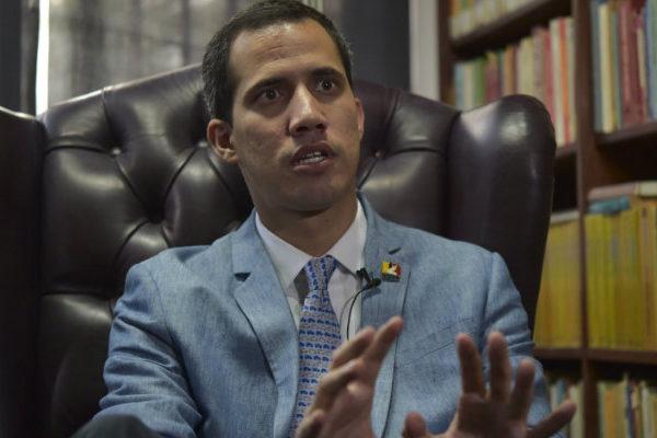 Guaidó pide a la FAN dar un paso como el general Carvajal
