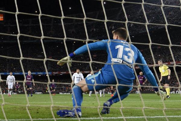 Barcelona empata en casa pese a doblete de Messi