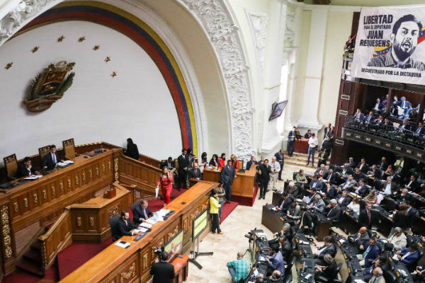 Asamblea Nacional autoriza ausencia de Guaidó por más de cinco días