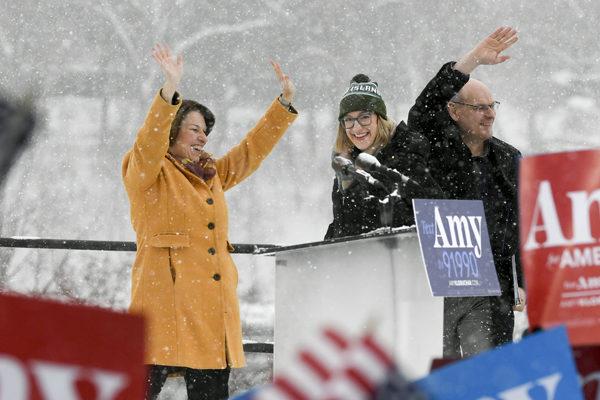 Mujeres demócratas dan paso al frente para disputar a Trump la Casa Blanca