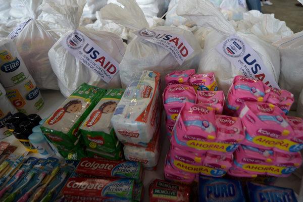 La ayuda humanitaria, arma política en la pugna Maduro-Guaidó