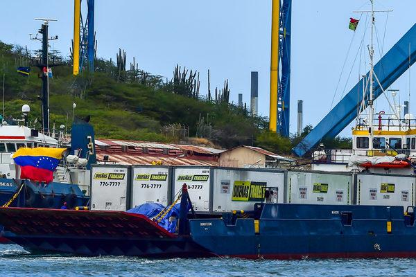 Barcos con ayuda para Venezuela varados en Curazao por amenaza naval