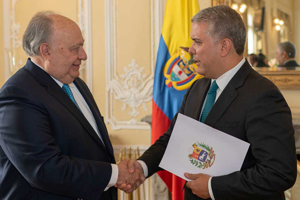 Calderón Berti gestiona tarjeta profesional para médicos venezolanos