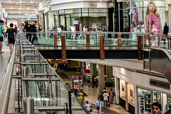 Los centros comerciales caraqueños viven su viernes menos negro