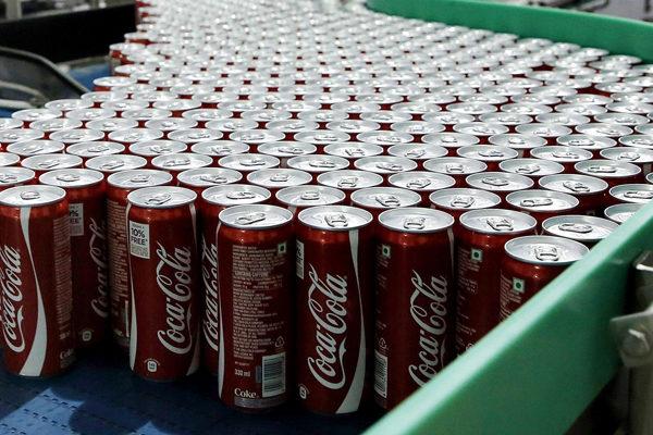 Coca-Cola suspende campañas en redes sociales para eliminar contenidos racistas