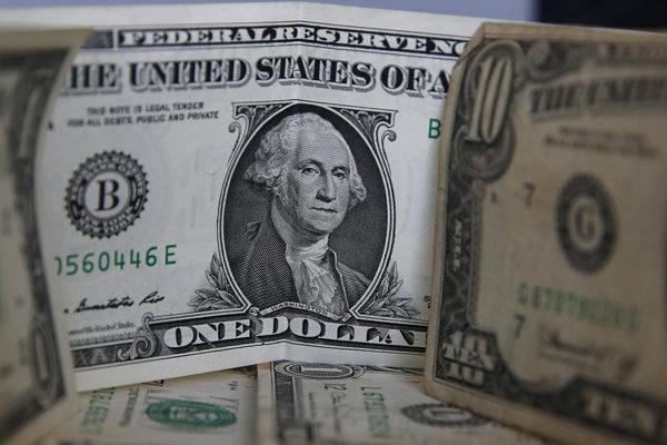 El dólar paralelo retrocedió a 21.051,03 bolívares