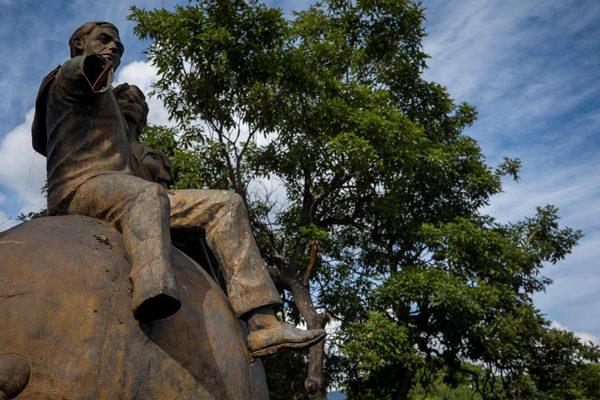 De Bolívar al metro, nada se libra del expolio en Venezuela