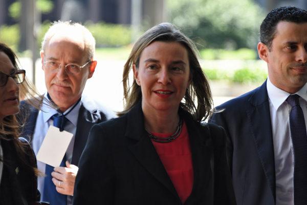 UE urge a evitar una intervención militar en Venezuela