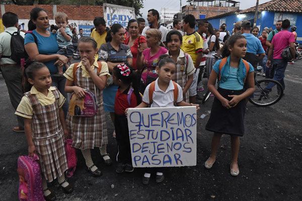 Colombia abrirá por dos días un 'corredor estudiantil' en frontera con Venezuela