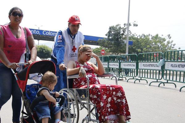 Venezolanos ansían la llegada de ayuda humanitaria desde Colombia