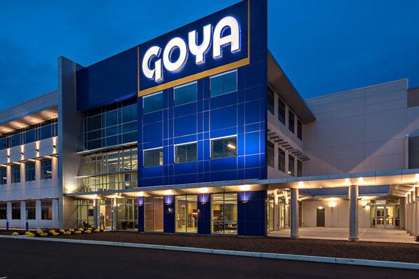 Trump se solidariza con empresa Goya Food que enfrenta boicot por apoyarlo