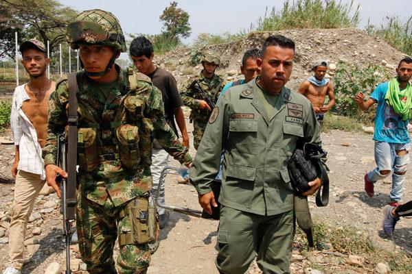 Más de 150 uniformados venezolanos desertaron y cruzaron a Colombia