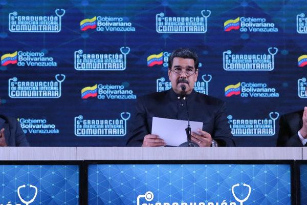 Maduro reta a Guaidó a convocar elecciones para «darle una revolcada»