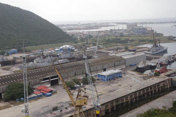 Gobierno venezolano suspende zarpes en todos los puertos