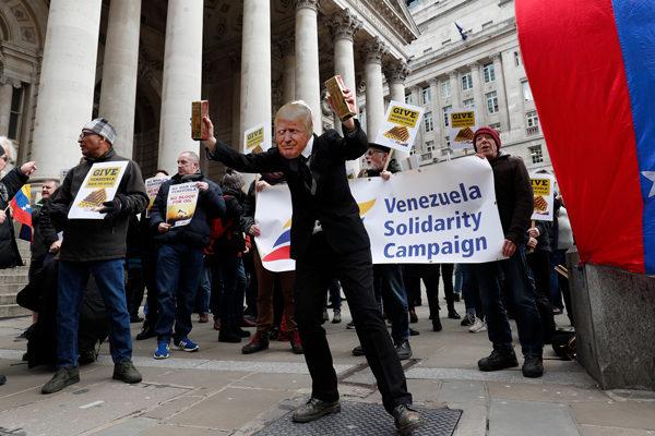 Protesta en Londres reclama al Banco de Inglaterra que entregue oro a Maduro