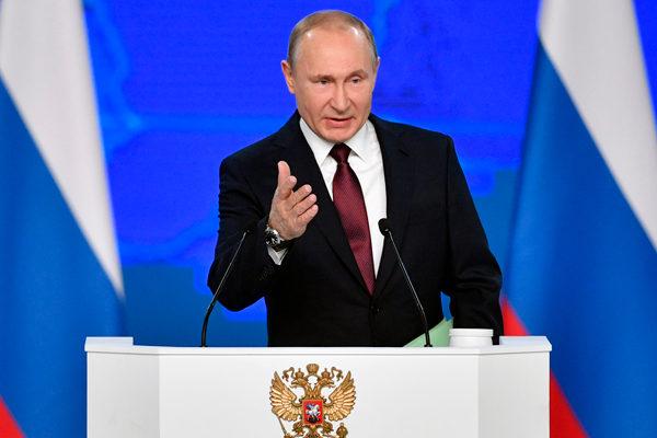 Putin dice que liberalismo es «obsoleto» y defiende políticas populistas