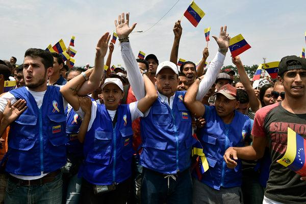 Voluntarios venezolanos quedan a la deriva en Colombia por el cierre de la frontera