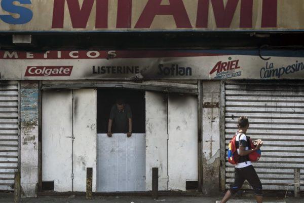 El 90% de comercios en Zulia permanecen cerrados en medio de repunte de Covid-19