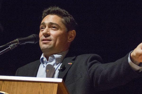 EE.UU. podría aprobar en pocas semanas el TPS para venezolanos, dijo Vecchio