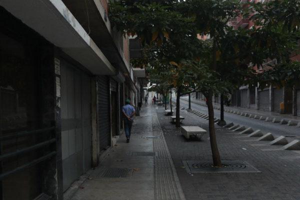 Entre restricciones, impuestos y un aseo urbano exabrupto ¿Cómo sobreviven los comerciantes venezolanos?