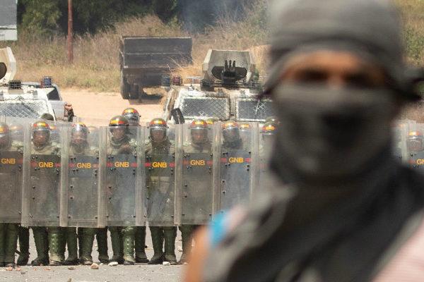 Suben a seis los muertos tras protestas en la frontera de Venezuela con Brasil
