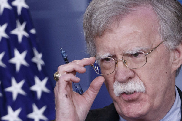John Bolton, el consejero belicoso de un presidente que dice no querer la guerra