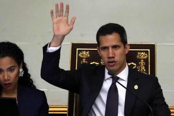 Guaidó: La Asamblea Nacional evaluaría una intervención militar si EEUU la ofrece