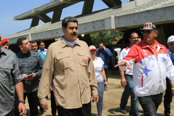 Maduro retoca su gabinete con siete nuevos ministros