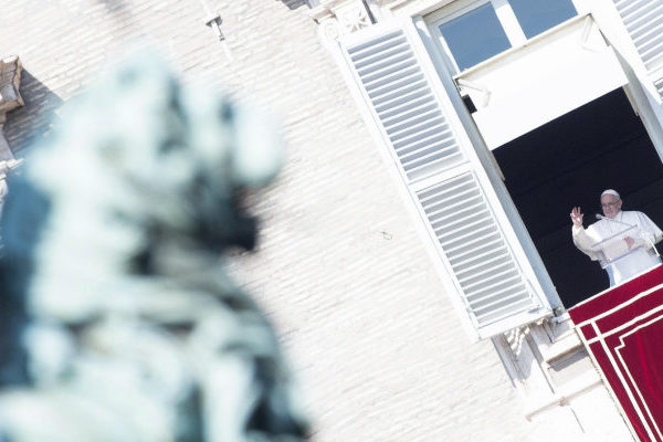 El papa dice que una autoridad ignorante puede dañar a su comunidad