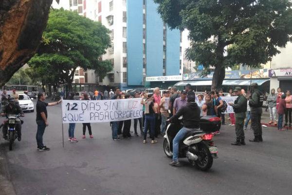 Parte de Caracas sufre corte eléctrico entre protestas por falta de agua y luz