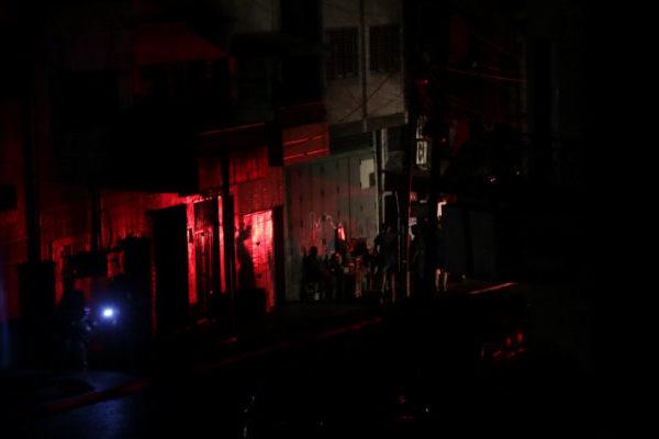 Mal manejo de la hora pico causó otro apagón la noche del 30 de marzo