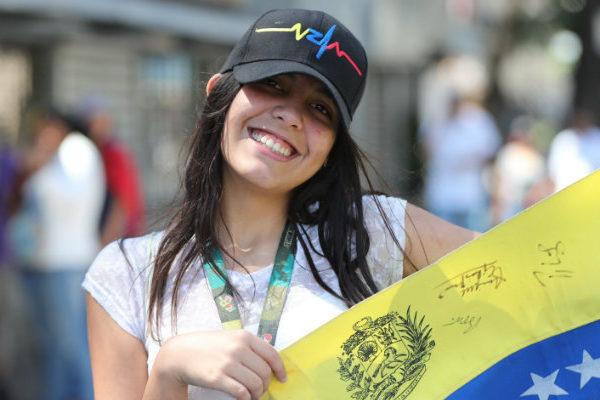 Venezolanos se concentran en varias ciudades para esperar el regreso de Guaidó