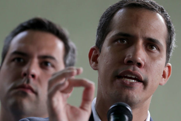 Guaidó responde a críticas por contactos en Oslo: No sean cómplices de la dictadura