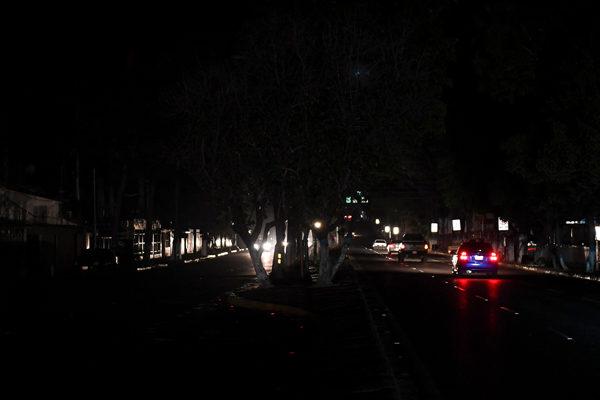 Con fuertes bajones de electricidad y apagones amanecieron comunidades de 10 estados