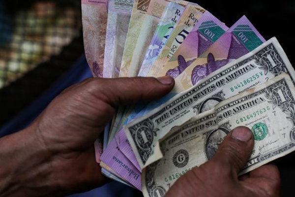 Nuevo salario mínimo integral de Bs.450.000 se devaluó a $6,69 este viernes