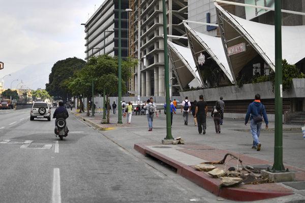 Caracas recupera la electricidad pero el apagón persiste en el interior del país