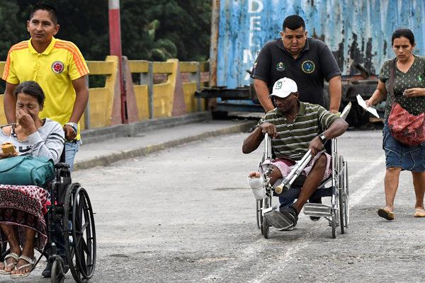 Miles de venezolanos cruzan a Colombia tras apertura de «corredor humanitario»