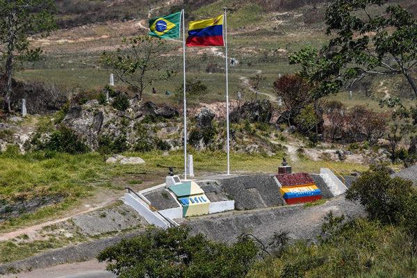 Refuerzan dotación de equipos de protección a personal médico en frontera con Brasil