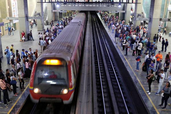 Gobierno aumenta 2.400% a Bs.1.000 tarifas del Metro de Caracas y otros sistemas ferroviarios