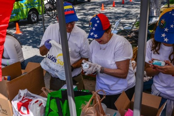 Cientos participan en evento humanitario a favor de Venezuela en Miami