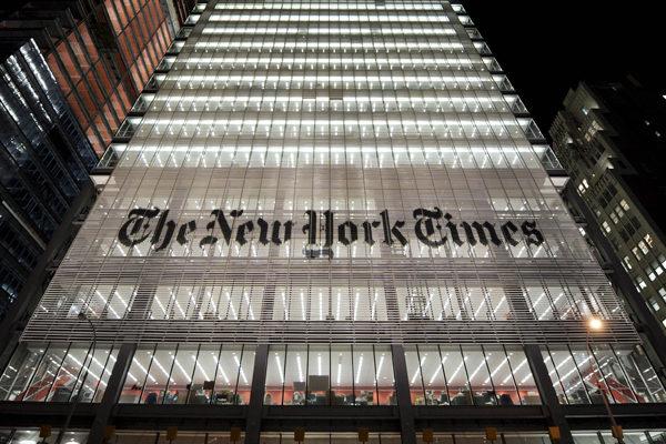 New York Times llena portada con mil obituarios de fallecidos por #Covid19