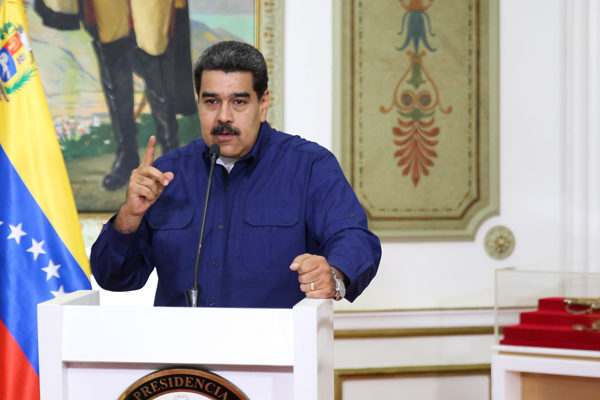 Maduro llama a los colectivos a la