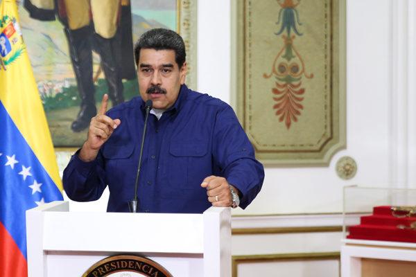Maduro plantea renegociar deuda externa y retomar ya diálogo con mediación noruega