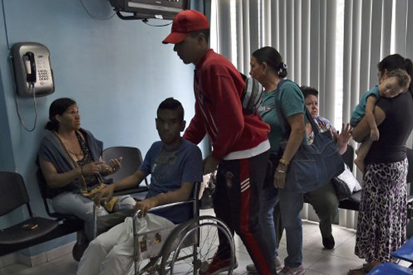 Enfermos crónicos al límite por apagones en Venezuela