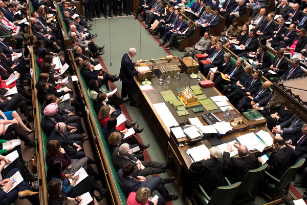 Parlamento británico descarta un brexit sin acuerdo